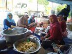 tim-tagana-siapkan-masakan-nasi-bungkus-untuk-korban-banjir-di-gresik.jpg