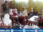 tni-masuk-kelas-mengajar-di-lamongan_20181003_120934.jpg