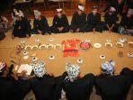 tradisi-suku-osing-mocoan-lontar-yusuf.jpg
