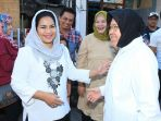 tri-rismaharini-dan-calon-wakil-gubernur-puti-soekarno_20180626_191402.jpg