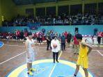 tri-rismaharini-wali-kota-surabaya-basketball-championship-di-universitas-airlangga-unair.jpg