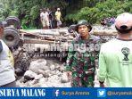 truk-hanyut-diterjang-banjir-badang-sungai-ngobo-desa-satak-kecamatan-puncu-kediri_20170226_172625.jpg