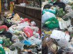 tumpukan-sampah-di-jembatan-muharto-kota-malang_20181102_125337.jpg