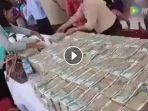 tumpukan-uang-milik-miliader-sekarat-asal-myanmar_20170411_101958.jpg