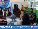 tuna-netra-membacakan-puisi-menyemarakkan-hut-pertuni-di-sdn-mangliawan-1-pakis-kabupaten-malang_20180128_125943.jpg