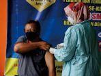 vaksinasi-guru-dan-tenaga-kependidikan-di-trenggalek.jpg