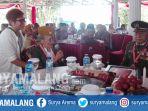 veteran-bercerita-kacoeng-permadi-dalam-forum-grup-diskusi-di-pendopo-pujon-kabupaten-malang_20171109_111136.jpg