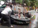 video-viral-sekelompok-warga-merusak-mobil-honda-accord-di-jalan-pantai-kenjeran-surabaya.jpg