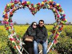 viral-foto-ahok-btp-dan-puput-berlatar-belakang-bunga-love-seperti-bulan-madu.jpg
