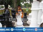 wahana-catur-raksasa-di-alun-alun-merdeka-kota-malang_20170530_170821.jpg