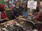 wali-kota-malang-sutiaji-belanja-di-pasar-tawangmangu-jumat-15102021.jpg