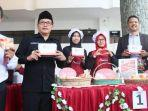 wali-kota-malang-sutiaji-bersama-civitas-akademika-umm-saat-mengunjungi-bazar-halal.jpg