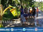 warga-desa-tumpakrejo-menanam-pohon-pisan-di-jalan-rusak-minggu-1822018_20180218_172309.jpg