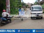 warga-dusun-bulurejo-desa-saptorenggo-kecamatan-pakis-blokade-jalan-perumahan_20170223_212133.jpg