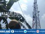 warga-melihat-pria-yang-memanjat-tower-di-desa-kebonagung-kabupaten-malang_20181107_105955.jpg