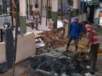 warga-memperbaiki-musala-secara-mandiri-di-desa-pamotan-kecamatan-dampit-kabupaten-malang.jpg