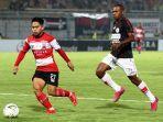 winger-madura-united-andik-vermansah-persipura-jayapura-di-stadion-gelora-bangkalan-er.jpg