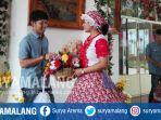 wisatawan-menikmati-pakaian-di-house-of-folk-museum-angkut-kota-batu_20170627_151611.jpg