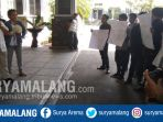 wr-3-uin-maulana-malik-ibrahim-dr-isroqunnajah-menemui-mahasiswa-yang-demo_20180416_125331.jpg