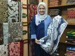 yunita-sandrayanti-di-dalam-galeri-batik-soendari-batik-art-kota-malang.jpg
