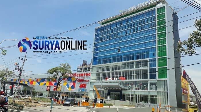 Hotel Santika Gresik Buka Kembali Dengan Protokol Kesehatan, Roda Koper Tamu pun Disemprot