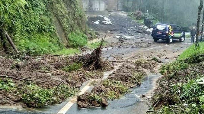 Dampak Hujan Deras, Sejumlah Jalan Menuju Bromo di Tosari Longsor