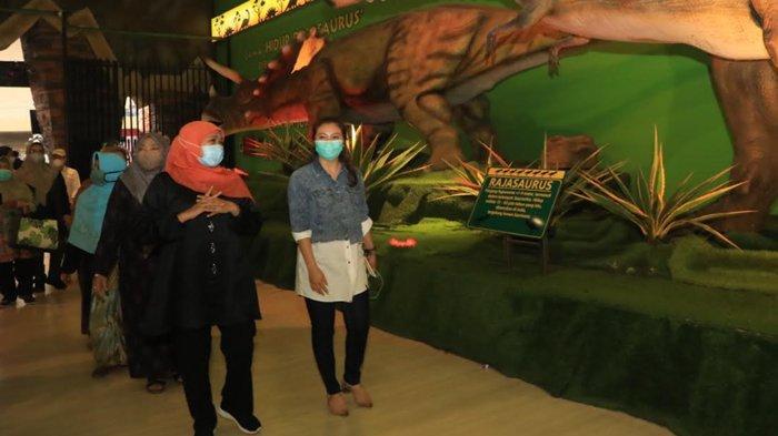 Kunjungi Jatim Park, Gubernur Apresiasi Pengunjung dan Pengelola yang Patuhi Prokes