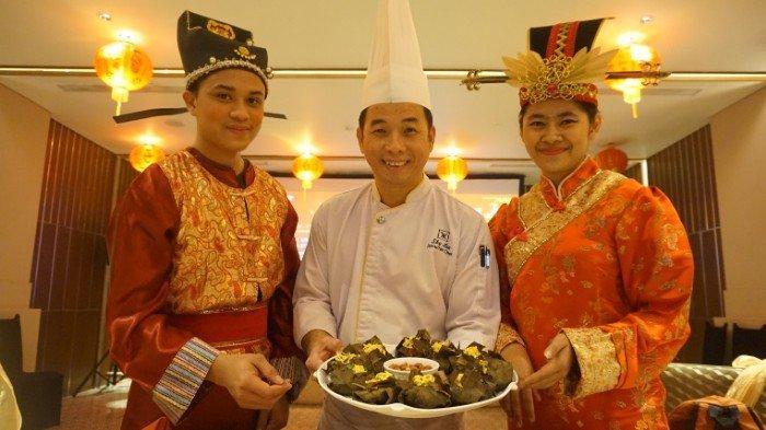Ketan dan Bebek Khas Negara Tirai Bambu Disajikan Khusus Imlek Di Hotel Vasa Surabaya