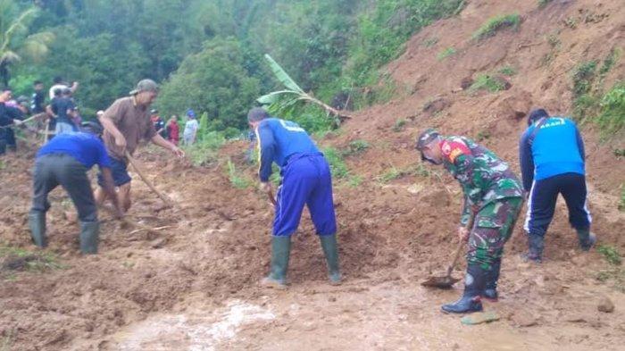 Akses Jalan Menuju Wisata Air Terjun Sedudo Nganjuk yang Tertimbun Tanah Telah Dibersihkan