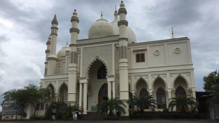 Masjid Salman Al Farisi di Kecamatan Dau, Kabupaten Malang, yang disebut mirip Tajmahal di India