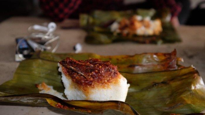 Kuliner Khas Trenggalek, Kepul Aroma Nasi Dibungkus Daun Pisang dalam Seporsi Nasi Gegok