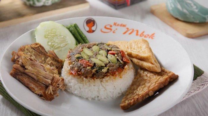 Menu Tradisional Di Kedai Si Mbok, Nasi Ikan Asin Pedho atau Nasi Pindang Sayur Asem, Ces Pleng