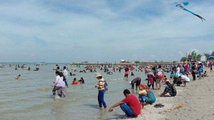 Pantai Dalegan di Gresik.