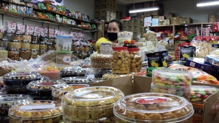 Pedagang Kue Pasar Atom Kehilangan Pembeli, Jelang Idul Fitri Malah Sepi Pengunjung