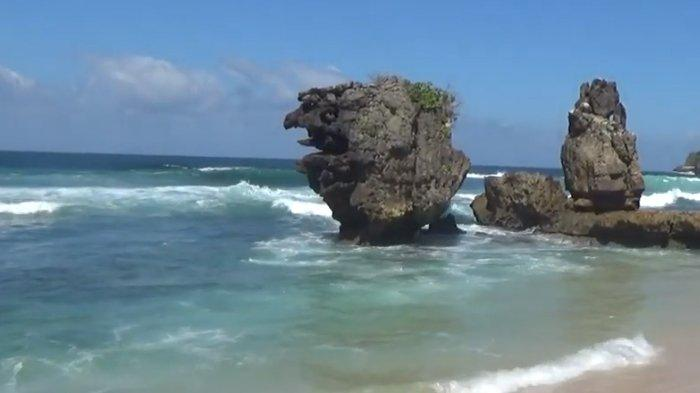 Mencari Ketenangan di Pantai Selok Kabupaten Malang