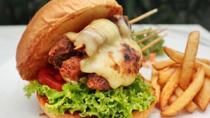 Satay Burger Paduan Unik Citarasa Lokal dan Internasional Dari Aston Sidoarjo Hotel