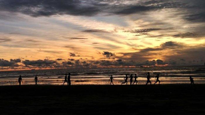 Menunggu Senja Sambil Menyantap Ikan Bakar di Pantai Konang Trenggalek