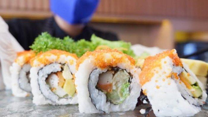 Menikmati Aneka Sushi di Wyndham Hotel Surabaya, California Roll Jadi Menu Favorit