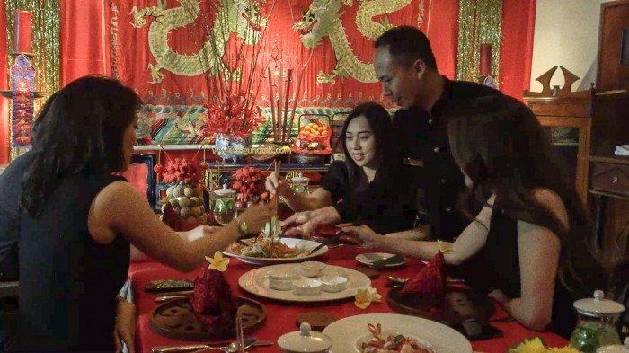 Makan Yu Sheng Bareng Keluarga Di Hotel Tugu Malang. Ada Kwetiau, Bebek Peking Citarasa Kekinian