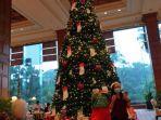 pohon-natal-di-shangri-la-hotel-surabaya.jpg
