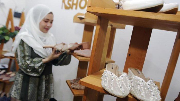 Sepatu Lace dan Beads Kian Naik Daun di Kalangan Anak Muda, Bisa untuk Acara Formal dan Kasual