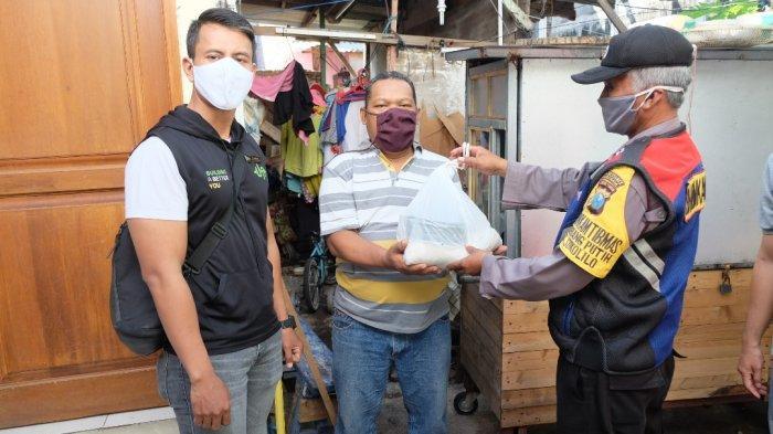 Urban Athletes Surabaya Bersama Polsek Sukolilo Bagikan 278 Packs Sembako untuk Terdampak COVID-19