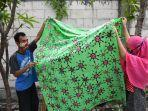 bersama-penyandang-disabilitas-batik-wistara-produksi-batik-corona.jpg