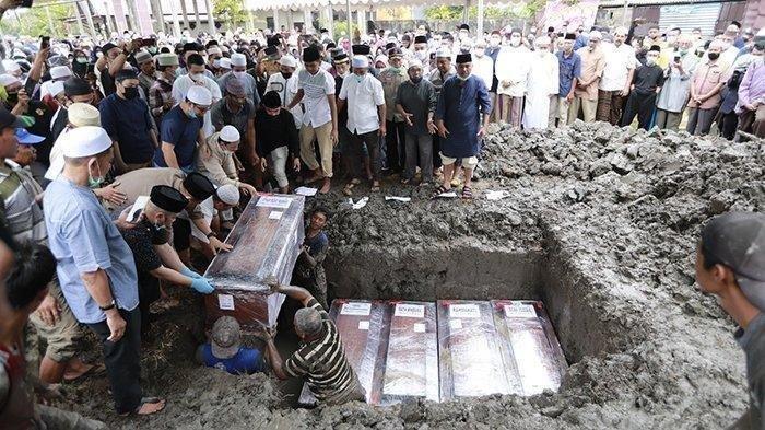 Lima Korban Sriwijaya Air SJ182 Dimakamkan dalam Satu Liang Lahat, termasuk Balita Yumna