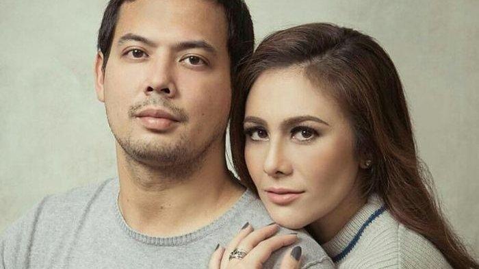 Adilla Dimitri dan Wulan Guritno sebelum bercerai.