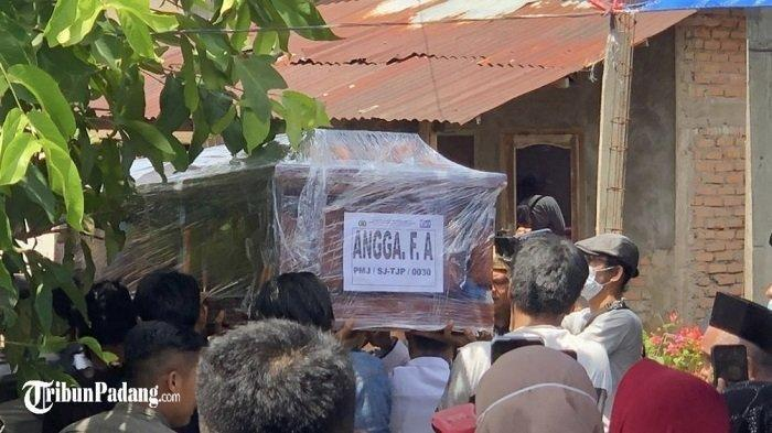Jenazah Angga Korban Sriwijaya Air SJ182 Dimakamkan di Padang, Ibunda: Biasanya Dia Naik Kapal