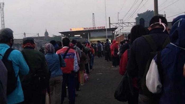 Penumpang KRL Dibatasi, Antrean Panjang Masih Terjadi di Sejumlah Stasiun di Tengah PSBB