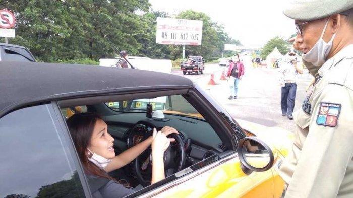 Hentikan Mobil Ayu Ting Ting Saat Operasi Ganjil-Genap, Petugas Satpol PP Malah Dihukum, Kenapa?