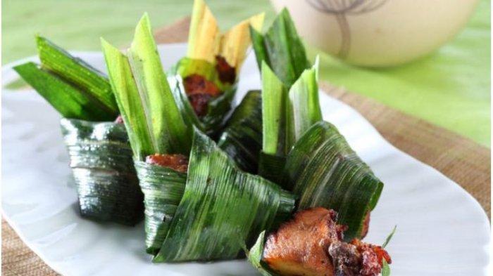 Resep Buka Puasa Sajian Ayam: Ayam Bacem Balut Pandan dan Ayam Goreng Kuning Aroma Daun Jeruk