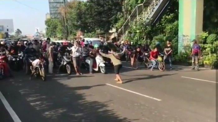 Viral Video Pemuda Balapan Liar di Pagi Hari saat Jam Kerja dan Tutup Jalanan Bikin Geram Warganet